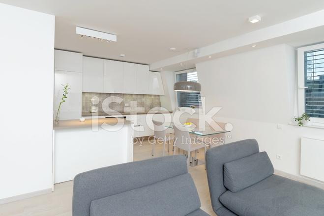 Moderne Woonkamer Interieur Met Mooie Open Haard stockfotos ...