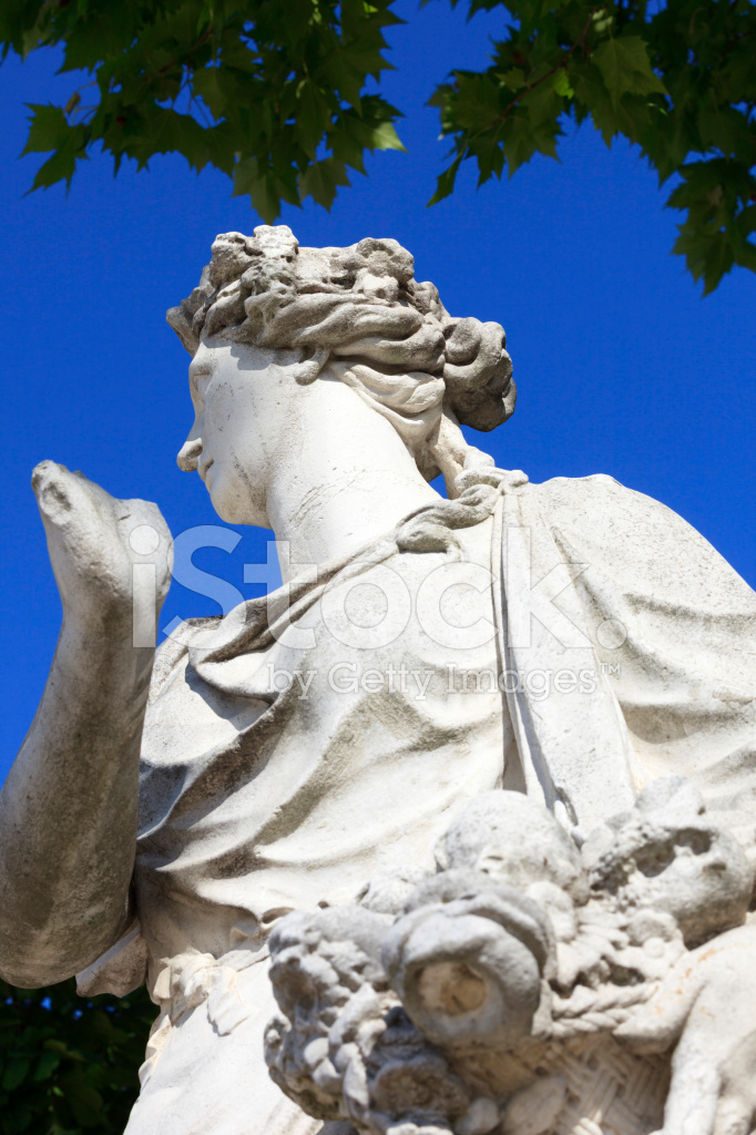 Statue of goddess pomona at jardin des tuileries in paris - Statues jardin des tuileries ...