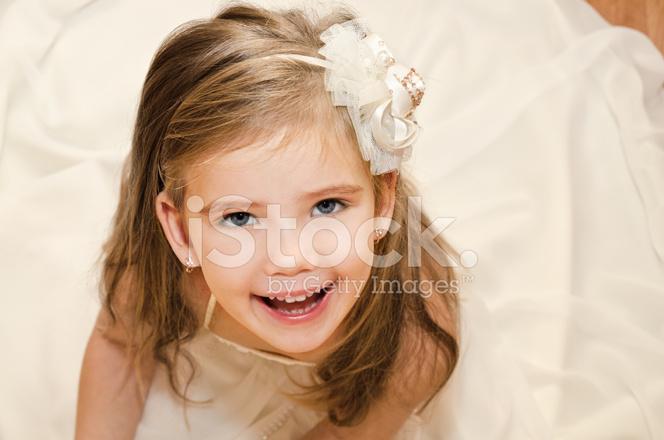 Glücklich Adorable Kleines Mädchen Prinzessin Kleid Stockfotos ...
