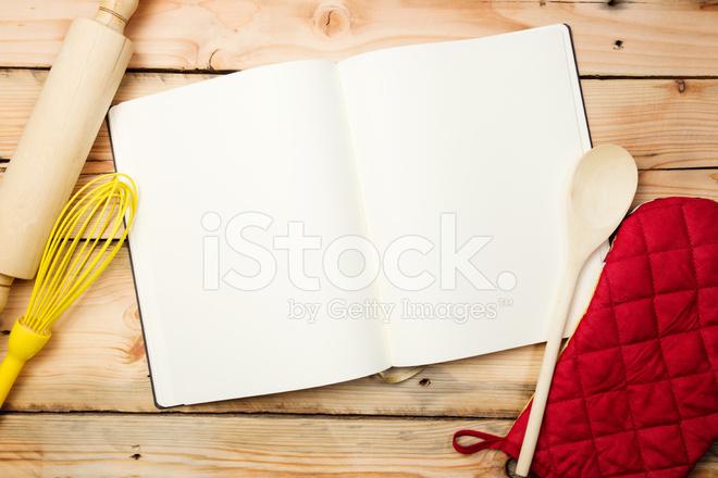 Livre de recette vierge sur table en bois photos - Livre de cuisine vierge ...