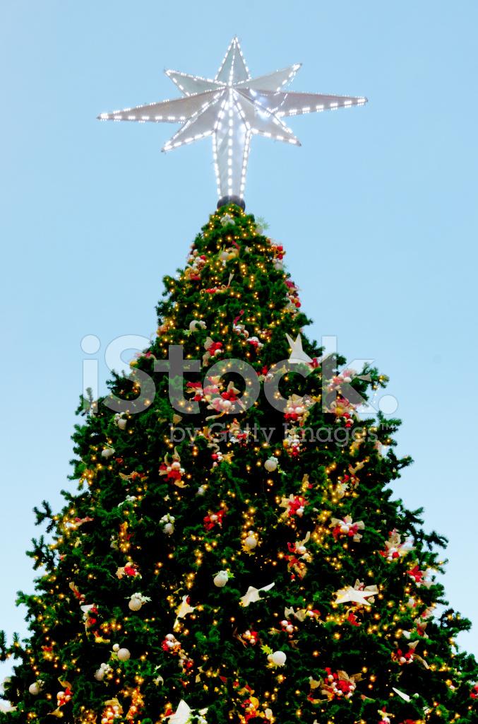 kerstboom met verlichting versieren