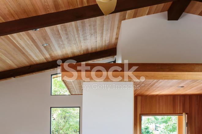 Detail Der Holz Balken Decke IN Ein Modernes Haus Eingangsbereich ...
