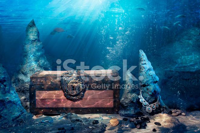 closed treasure chest underwater stock photos freeimages com