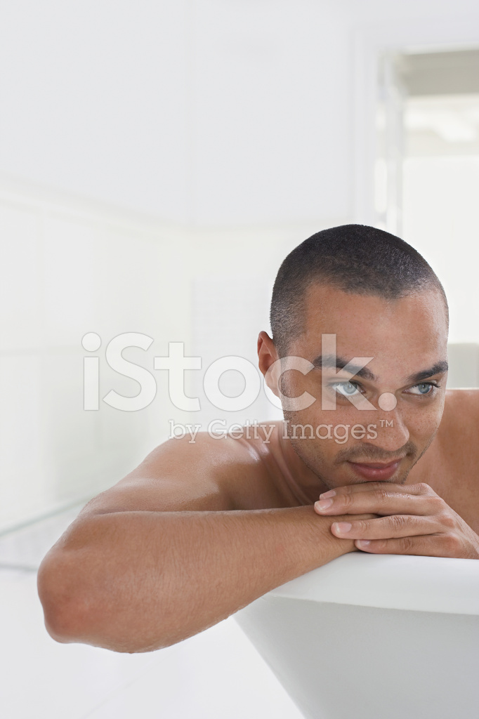 Uomo In Vasca Da Bagno.Uomo Rilassante Nella Vasca Da Bagno Fotografie Stock Freeimages Com