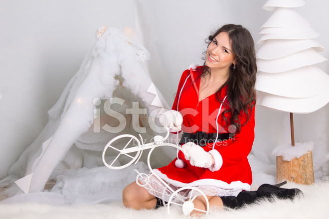 33192530-girl-dressed-as-santa-claus-pla