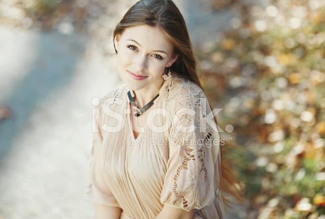 情感街的年轻女子的画像 照片素材 Freeimages Com