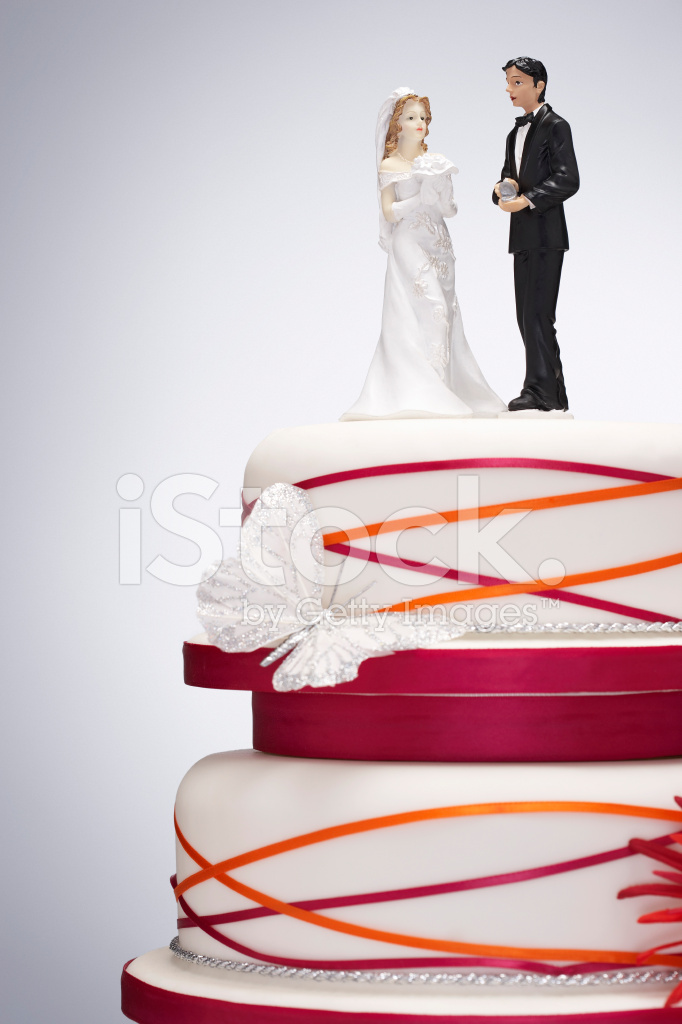 bride and groom figurines for wedding cakes wedding cake with and groom figurines stock photos 12121