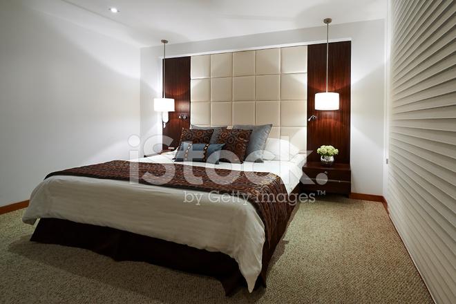 Interieur: Grote Moderne Elegante Slaapkamer Stockfoto\'s ...