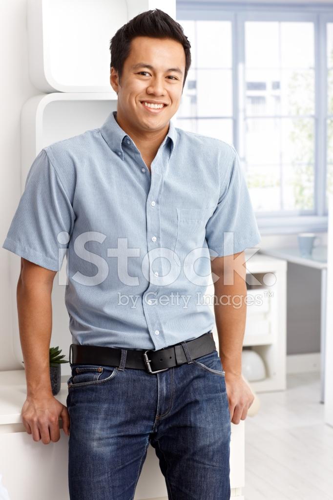 size 40 a27bc 903e8 Uomo Felice IN Camicia E Jeans Fotografie stock - FreeImages.com