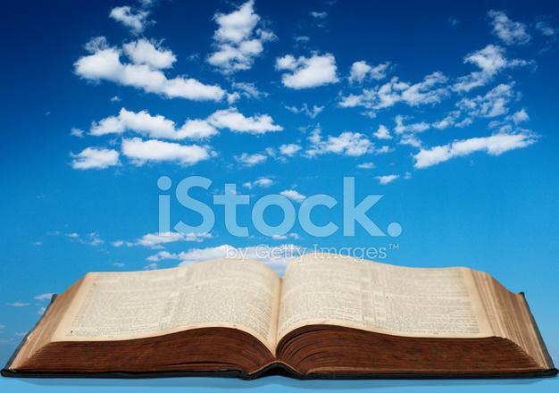 Livre Ouvert Et Ciel Bleu Photos Freeimages Com