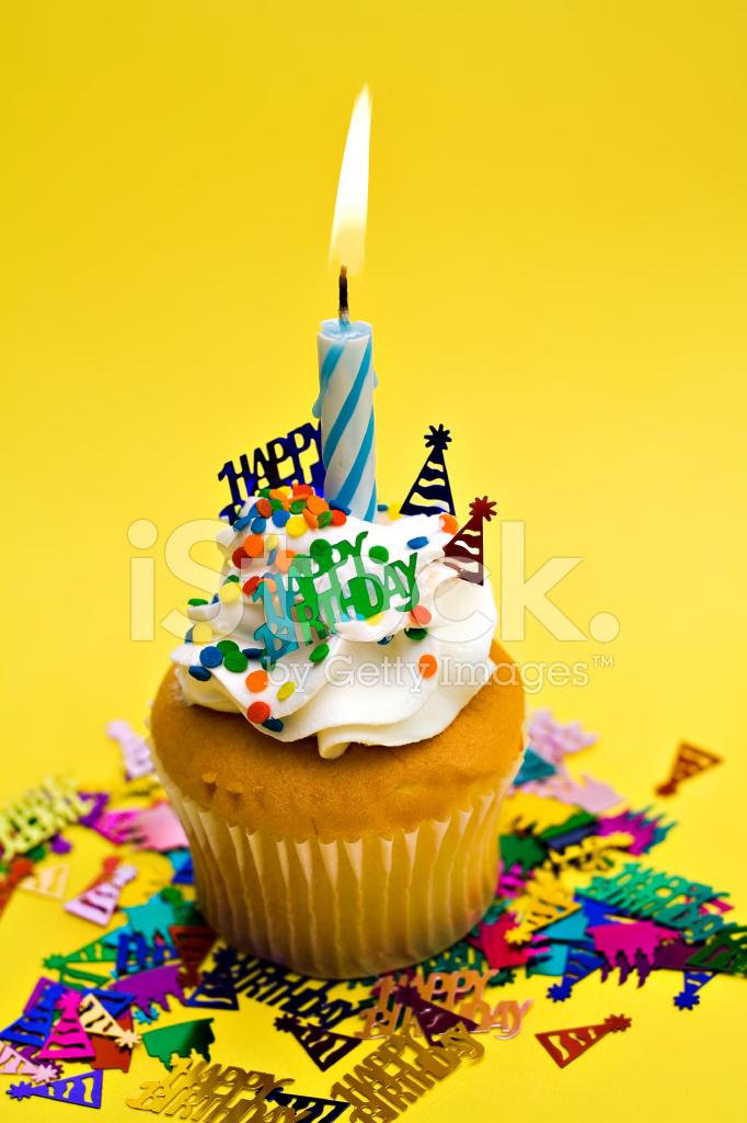 Gelbe Geburtstag Cupcake Stockfotos Freeimages Com
