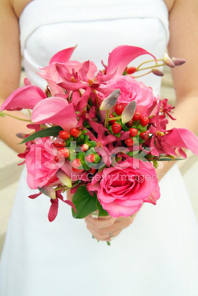 Schone Einfache Rosa Hochzeitsstrauss Im Besitz Der Braut Stockfotos