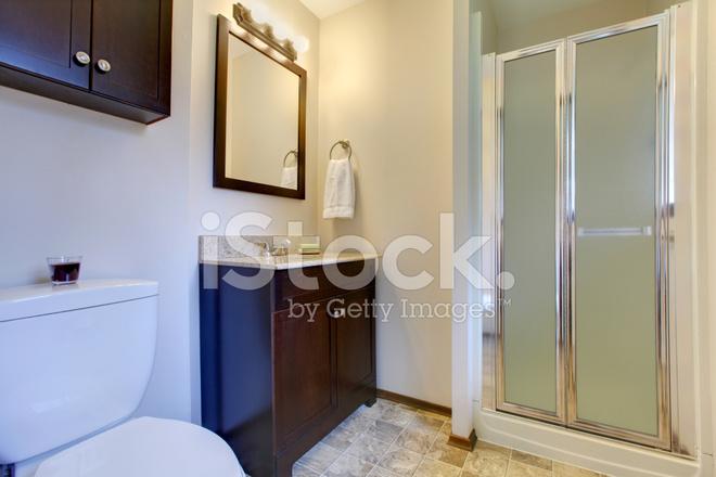Bagno Marrone Scuro : Bagno elegante tonalità marrone scuro fotografie stock