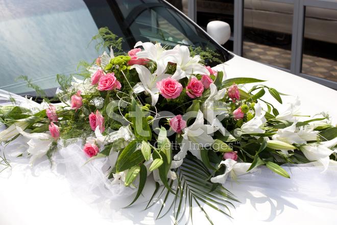 Hochzeitsstrauss Auf Dem Auto Stockfotos Freeimages Com