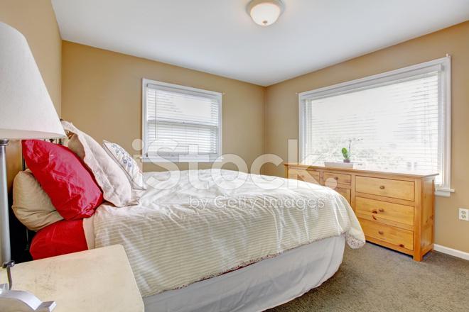 Warme knusse slaapkamer stockfotos freeimages.com