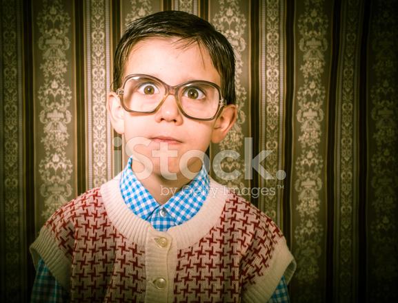 a97274bf9f207b Glimlachend Kind Met Bril IN Vintage Kleding Stockfoto s ...