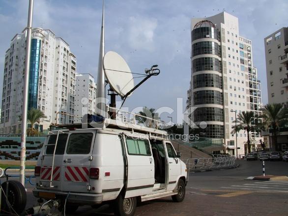 t l vision actualit s journaliste camion avec antenne parabolique photos. Black Bedroom Furniture Sets. Home Design Ideas