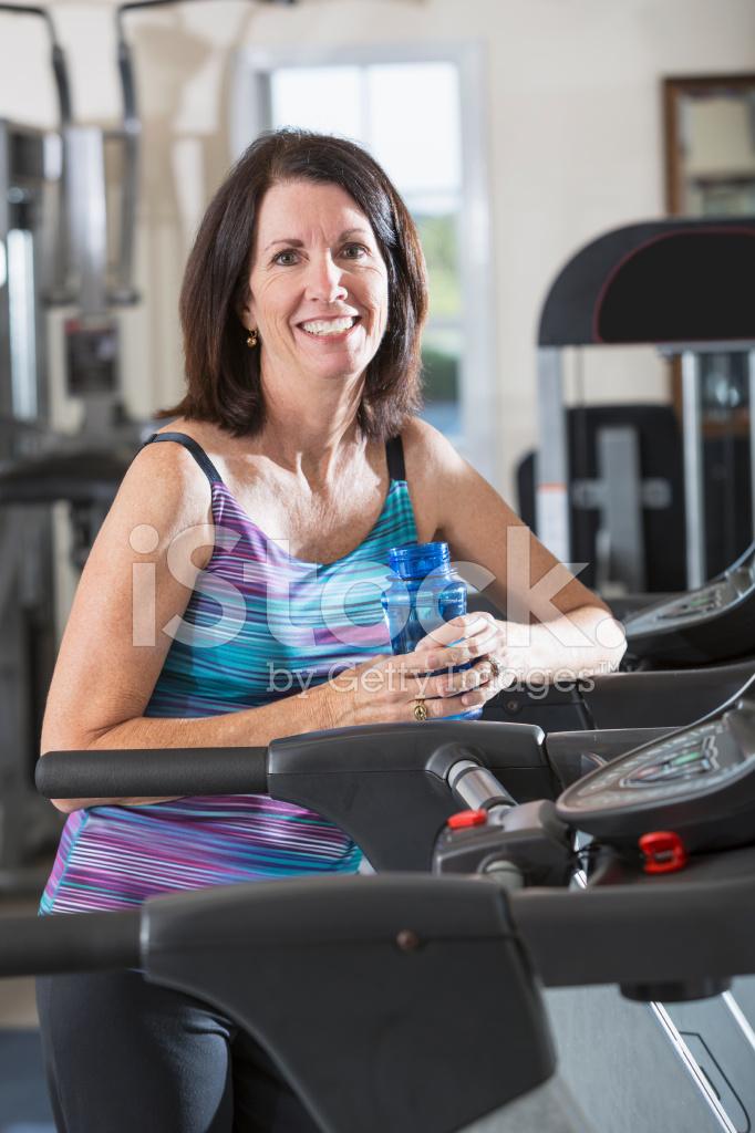 Зрелые женщины в спортзале — 7