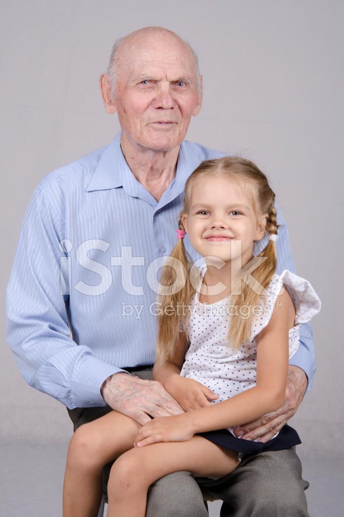 Трахают видео деды молоденьких