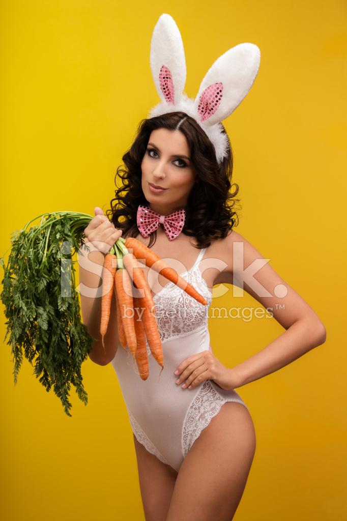ведь сам длинноволосая девушка играется с морковкой когда очередной