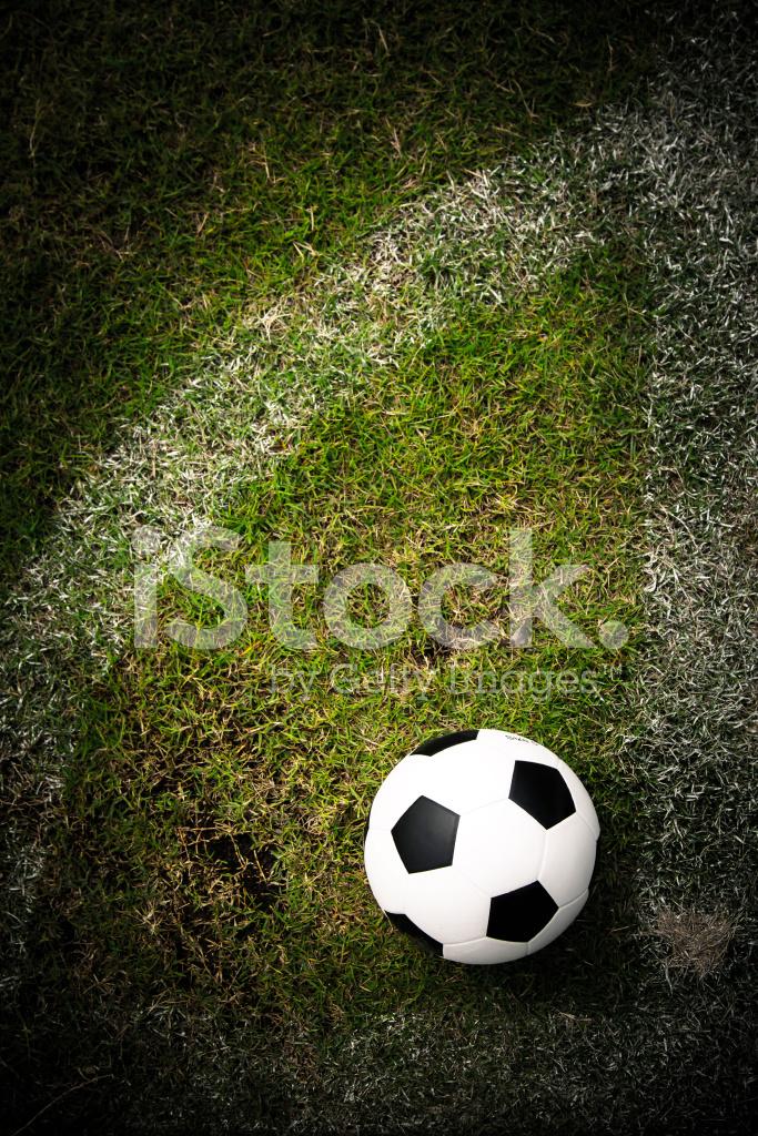 Balón DE Fútbol En El Campo DE Fútbol Fotografías de stock ... 692fc01db66bc