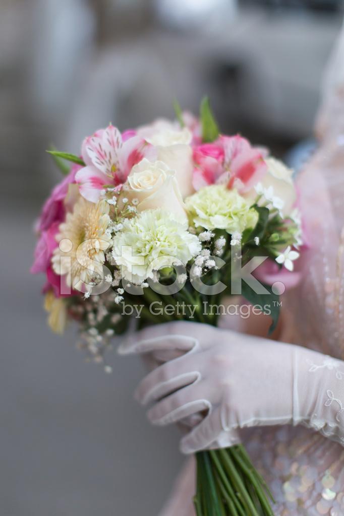 Доставки цветов, букет невесты нельзя выпускать из рук