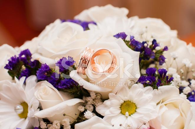 Hochzeitsstrauss Schone Rosen Und Ganseblumchen Stockfotos