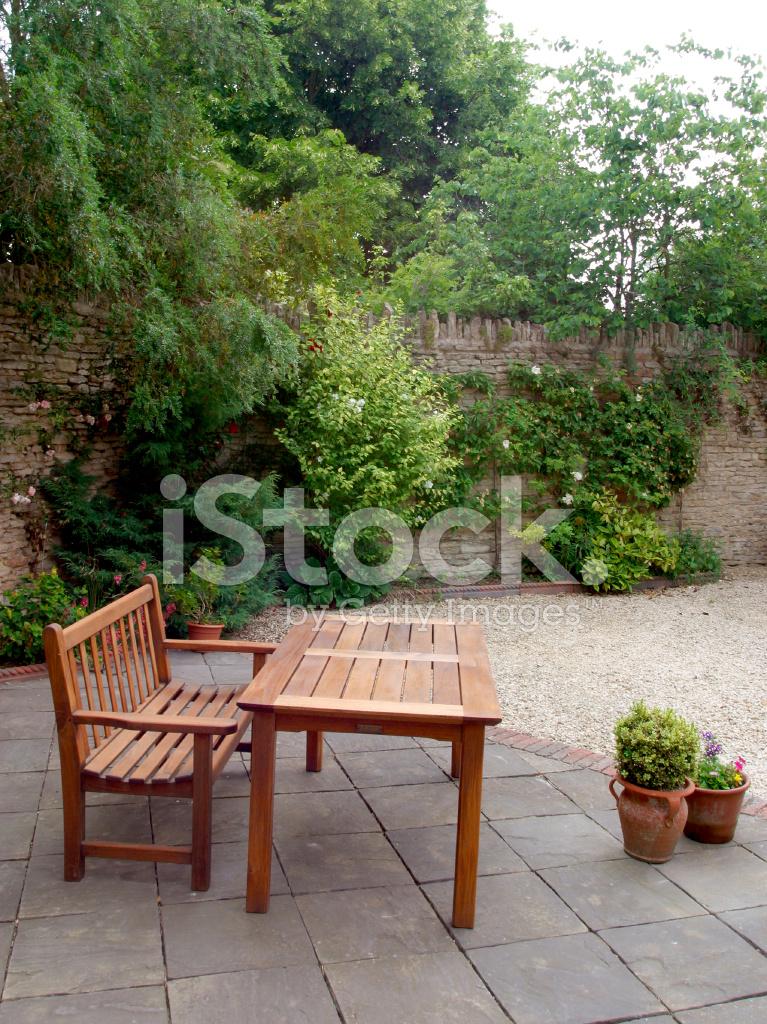 Holz Gartentisch Und Bank Stockfotos Freeimages Com