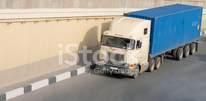 미국의 컨테이너 트럭도로에서 스톡 사진 - FreeImages.com