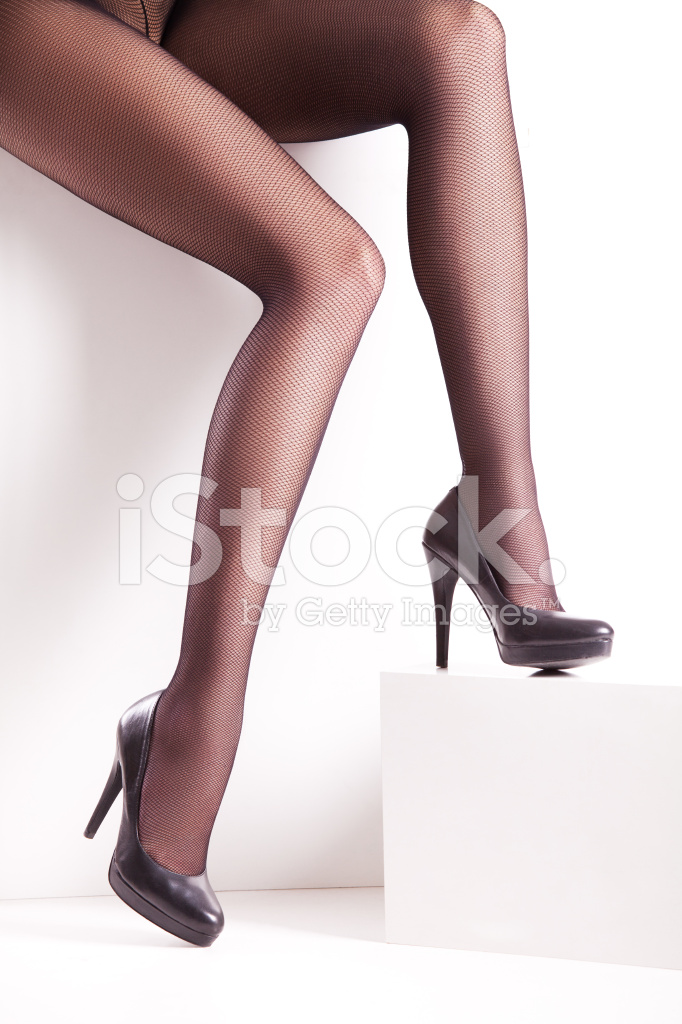 bfa2daeff Piernas DE Las Mujeres Bonitas Con Elegantes Medias Negras Y Zapatos ...