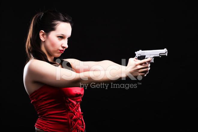 Seksi Genç Kadın Silah Siyah Arka Plan üzerine Stok Fotoğrafları