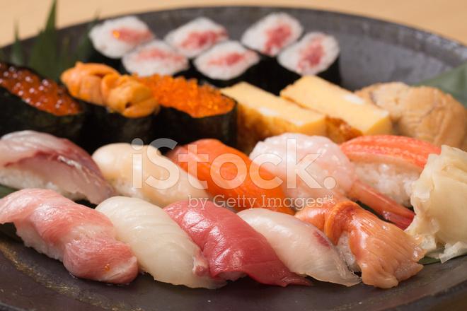 Во-первых, по незнанию на рынке можно купить несвежую рыбу, во-вторых, нужна сноровка.