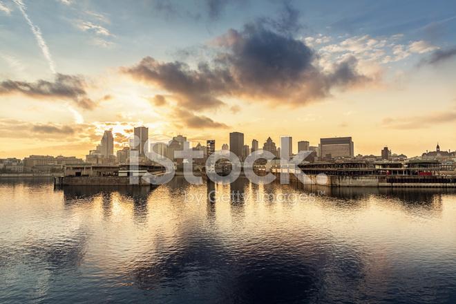 Skyline de montr al et le fleuve saint laurent sc ne - Coucher de soleil montreal ...