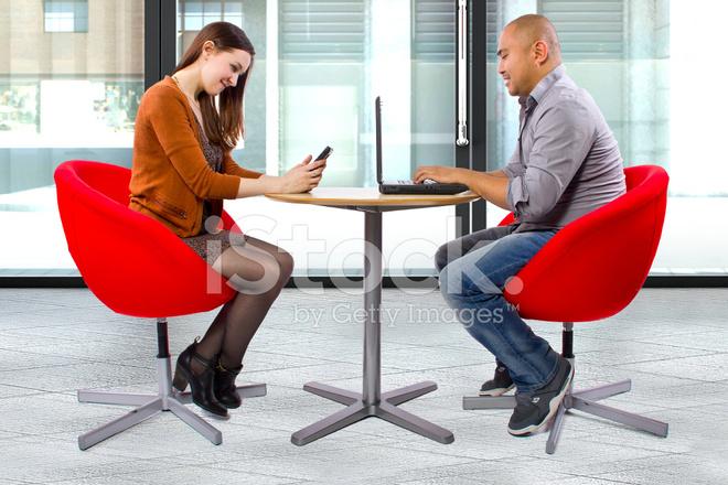 ansluta två bildskärmar till MacBook Pro