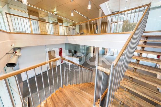 Premium Stock Photo Of Treppe MIT Hölzernen Schritte IN Moderne Bürogebäude