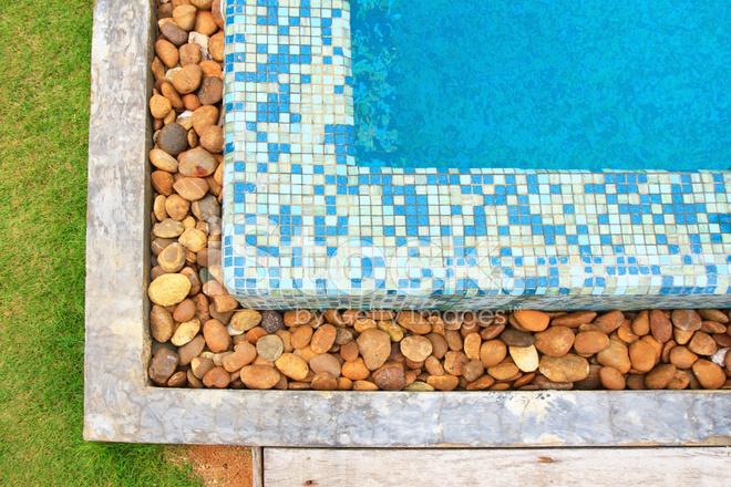 Fondo de borde de piscina de hormig n y roca fotograf as for Borde piscina hormigon
