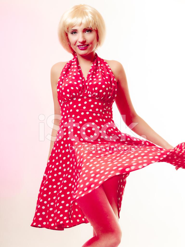 Pinup Girl IN Blonde Perücke UND Retro Kleid Stockfotos - FreeImages.com