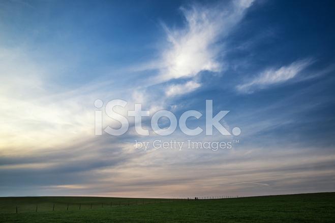 Cielo Al Tramonto Mozzafiato Sul Paesaggio Di Campagna In Estate