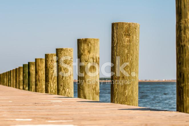 Dettaglio Colonne Di Legno Del Molo Fotografie stock - FreeImages.com