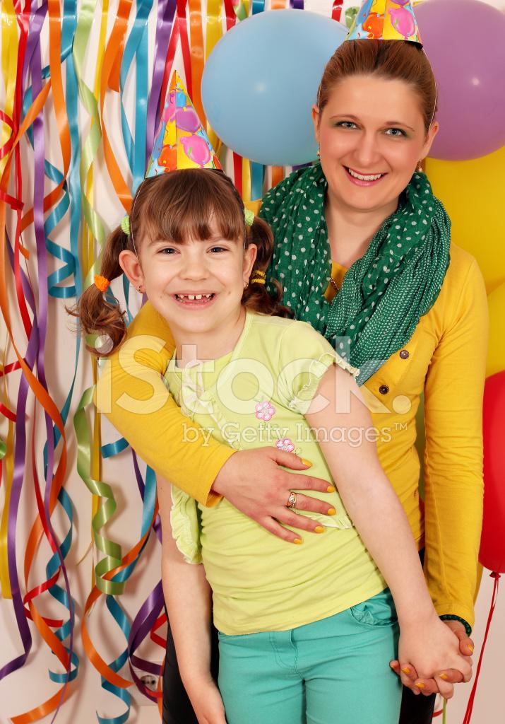 Gelukkig Dochter En De Partij Van De Verjaardag Van De Moeder