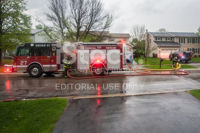 Brandweerwagen Pomp Truck Reageert Op Verlichting Staking ...