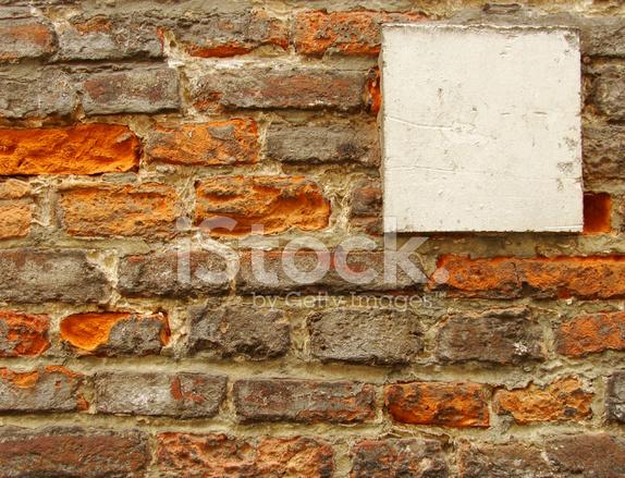 Stenen Muur Wit : Wit vierkant stenen oppervlak op een oude versleten bakstenen muur