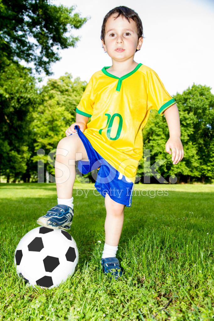 4fcff7eb3361b Criança Com Pé NA Bola DE Futebol Fotos do acervo - FreeImages.com