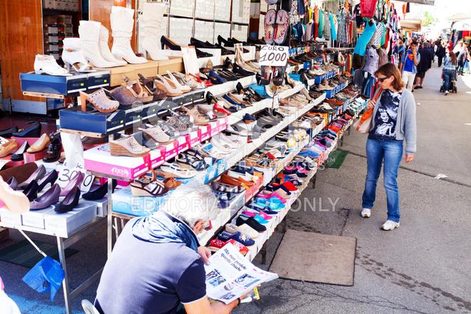 333718a334ef10 Vendeur DE Chaussure ET Étal DE Marché Photos - FreeImages.com