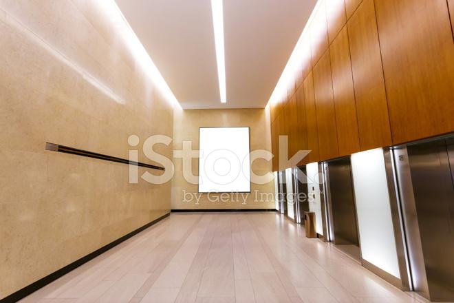 Couloir vide dans l immeuble de bureaux moderne photos