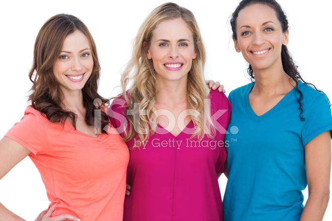 Felizes Modelos Posando Com Camisetas Coloridas Fotos Do Acervo