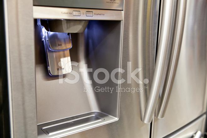 Kühlschrank Wasserspender : Kühlschrank eis und wasserspender stockfotos freeimages