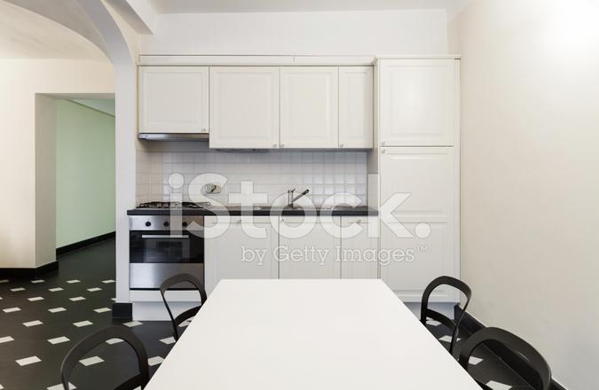 Mooie Witte Keuken : Moderne witte keuken in een appartement met mooi design