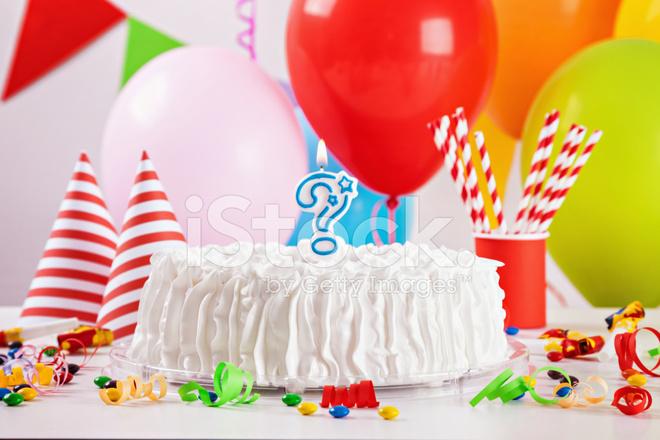 Поэтому старания мамы будут, несомненно, оценены, если на праздничном столе появится сказочно красивый торт на день рождения для деток.