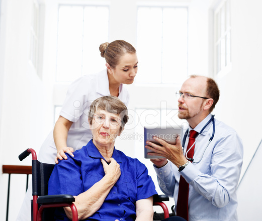 nackte Frauen beim Arzt
